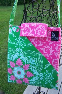 "Pretty little hipster is headed north tomorrow...we will be making a bag like this in my ""Two Peas Sewing Bee"" sewing class(es)."